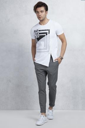Beyaz Tişört Gri İtalyan kesim Pantolon Kombin