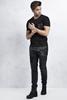 Siyah Cepli Baskılı Tshirt - Siyah Taşlamalı Slim Fit Jean Kombini