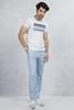 Beyaz Baskılı Tshirt - Buz Mavi Gabardin Pantolon Kombini