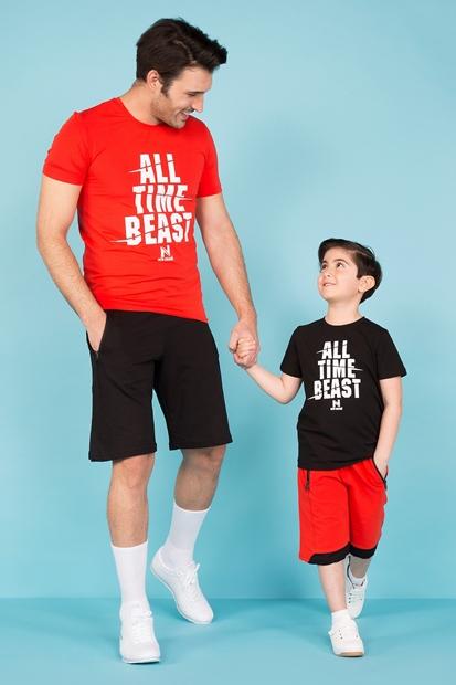 Kırmızı Tişört Siyah Şort Baba Oğul Kombin